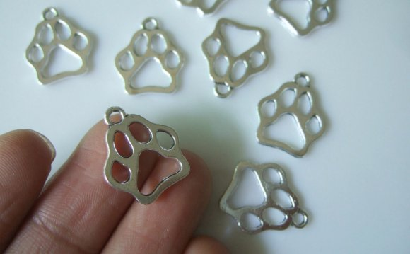 30pcs Antique Silver Bear Paw